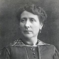 Joana Juanola Devavri, a principi de segle. Fotògraf desconegut